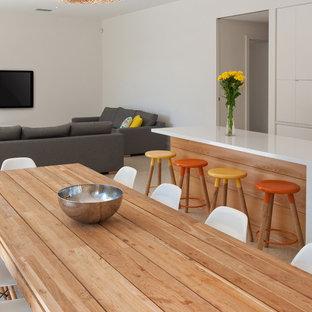 アデレードの中サイズのコンテンポラリースタイルのおしゃれなダイニングキッチン (白い壁、コンクリートの床) の写真