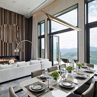 Imagen de comedor actual, abierto, con paredes beige, chimenea lineal, marco de chimenea de madera y suelo gris