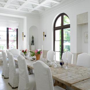 Foto de comedor rural con paredes blancas