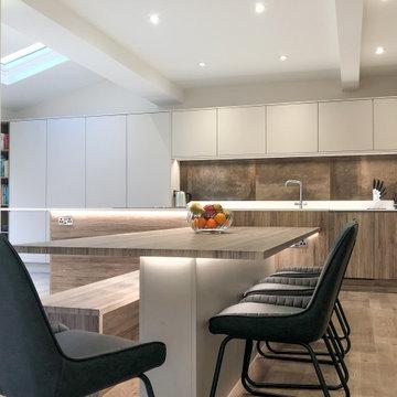 Flat Door Cashmere & Rustic Oak Kitchen