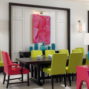 Exemple d'une salle à manger ouverte sur le salon exotique.