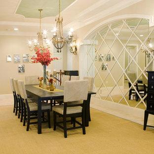 Неиссякаемый источник вдохновения для домашнего уюта: огромная отдельная столовая в стиле современная классика с бежевыми стенами и полом из травертина без камина