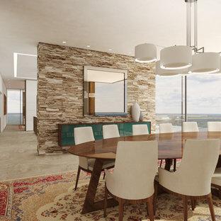 Esempio di una grande sala da pranzo aperta verso il soggiorno moderna con pareti multicolore, pavimento in ardesia, nessun camino e pavimento beige