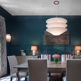 Ispirazione per una grande sala da pranzo classica chiusa con moquette, nessun camino e pareti blu