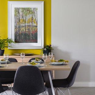 Esempio di una sala da pranzo aperta verso la cucina minimal con pavimento in gres porcellanato, pavimento grigio e pareti gialle