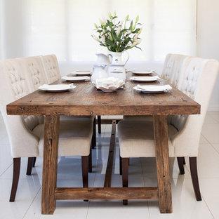 Imagen de comedor de cocina de estilo de casa de campo, de tamaño medio, sin chimenea, con paredes blancas y suelo de baldosas de porcelana
