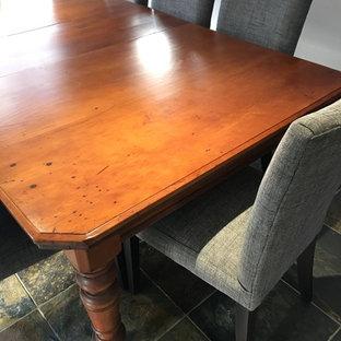 Ispirazione per una sala da pranzo classica con pavimento in ardesia