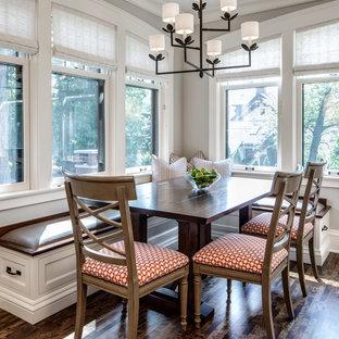 Immagine di una grande sala da pranzo aperta verso il soggiorno chic con parquet scuro, pareti grigie e nessun camino