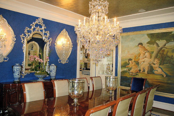 Traditional Dining Room by Art by Veni