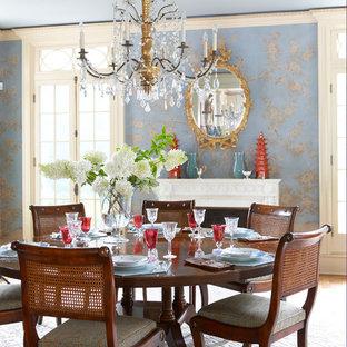Inspiration för ett kök med matplats, med blå väggar, mellanmörkt trägolv, en standard öppen spis och en spiselkrans i sten