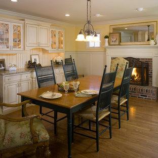 Imagen de comedor de estilo de casa de campo, de tamaño medio, con suelo de bambú, chimenea tradicional y suelo marrón