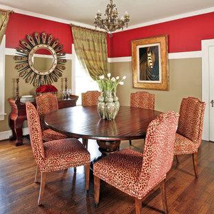 Свежая идея для дизайна: отдельная столовая среднего размера в классическом стиле с темным паркетным полом и разноцветными стенами - отличное фото интерьера