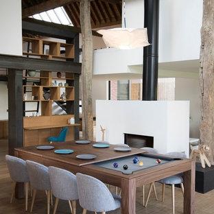Foto di una grande sala da pranzo aperta verso la cucina boho chic con pavimento con piastrelle in ceramica