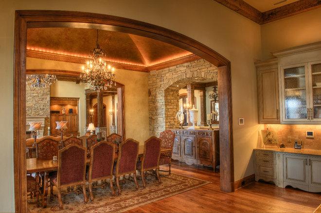 Rustic Dining Room by Gabriel Builders Inc.