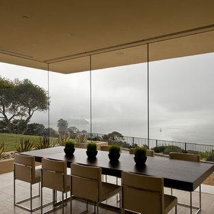 Immagine di una grande sala da pranzo moderna