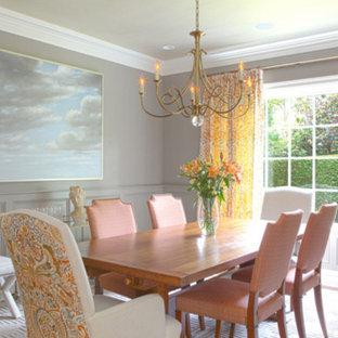 Inspiration pour une grand salle à manger style shabby chic avec un mur blanc, un sol en bois foncé, une cheminée standard et un manteau de cheminée en plâtre.