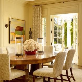 Foto di una sala da pranzo classica con pareti beige