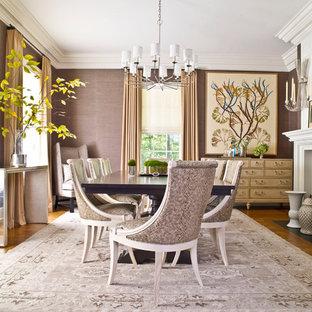 Esempio di una grande sala da pranzo aperta verso la cucina classica con pareti marroni, pavimento in legno massello medio, camino classico, cornice del camino in legno e pavimento marrone