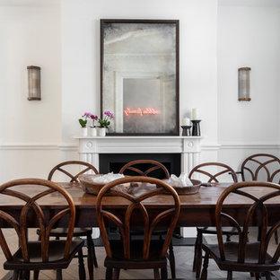 Mittelgroßes Modernes Esszimmer mit weißer Wandfarbe, hellem Holzboden, Kamin, Kaminumrandung aus Metall und grauem Boden in London