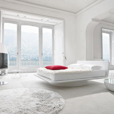 Modern Bedroom by IQmatics