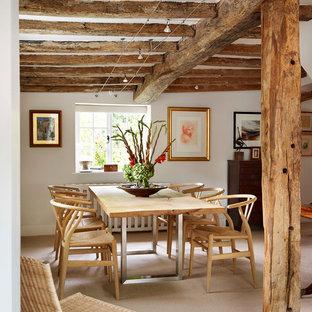 Foto de comedor rural con paredes blancas y moqueta