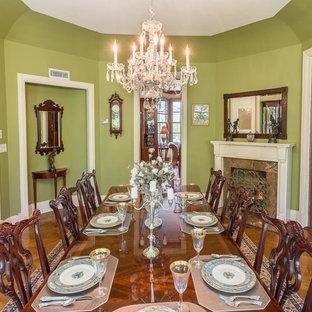 Idée de décoration pour une grand salle à manger ouverte sur la cuisine victorienne avec un mur vert, une cheminée standard et un manteau de cheminée en pierre.