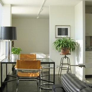 Diseño de comedor retro, pequeño, con paredes blancas y suelo de linóleo