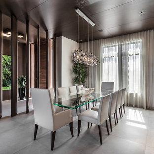 Неиссякаемый источник вдохновения для домашнего уюта: большая столовая в современном стиле с полом из керамической плитки и серым полом без камина