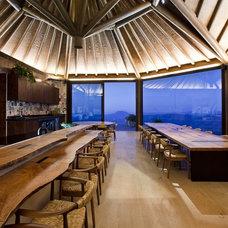Rustic Dining Room by Eduarda Correa Arquitetura & Interiores
