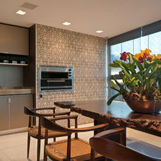 Eclectic Dining Room by Eduarda Correa Arquitetura & Interiores