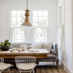 Idee per una sala da pranzo stile marino con parquet chiaro e pareti bianche