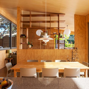 Design ideas for a midcentury dining room in Auckland.
