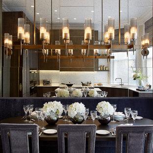 Immagine di una sala da pranzo aperta verso il soggiorno tradizionale con pareti con effetto metallico