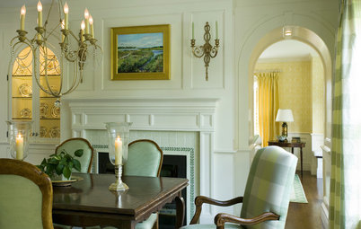 Graceful Decorations for Traditional Dining Room Walls