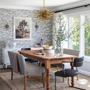 Idéer för att renovera en mellanstor vintage matplats, med grå väggar, mellanmörkt trägolv och brunt golv