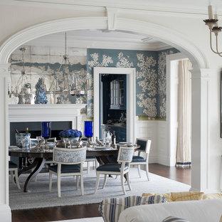 Foto di un'ampia sala da pranzo chic chiusa con pareti multicolore, parquet scuro, camino classico, cornice del camino in pietra e pavimento marrone