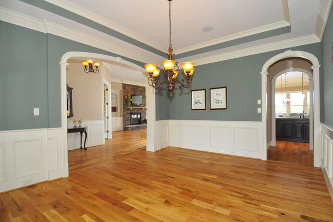 Traditional Dining Room by Scott Daves Construction Co., Inc