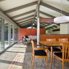 Modern Dining Room by Green Sand Architecture + Sustainability