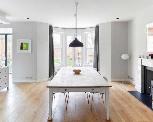 Salle manger de taille moyenne avec un po le bois for Taille moyenne cuisine