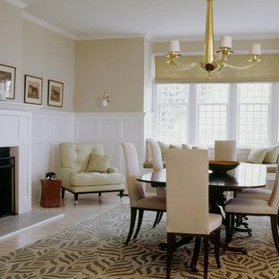 Ejemplo de comedor actual, de tamaño medio, abierto, con paredes beige, suelo de madera clara, chimenea tradicional y marco de chimenea de hormigón