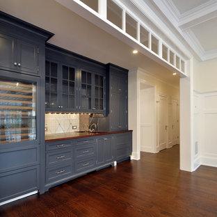 ニューアークの巨大なトラディショナルスタイルのおしゃれなダイニングキッチン (白い壁、濃色無垢フローリング、茶色い床、折り上げ天井、パネル壁) の写真