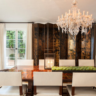 Dining room photo in Los Angeles