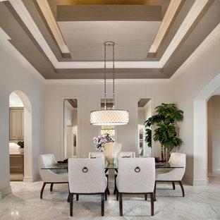 Ejemplo de comedor clásico renovado, grande, con paredes beige y suelo de mármol
