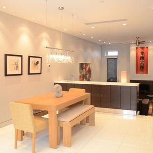 Imagen de comedor de cocina contemporáneo, grande, sin chimenea, con paredes grises y suelo de mármol