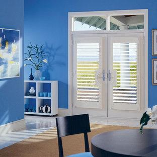 Diseño de comedor contemporáneo, de tamaño medio, abierto, con paredes azules