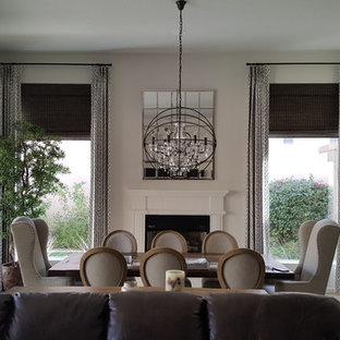 フェニックスの大きいトランジショナルスタイルのおしゃれなLDK (白い壁、無垢フローリング、標準型暖炉、木材の暖炉まわり、茶色い床) の写真