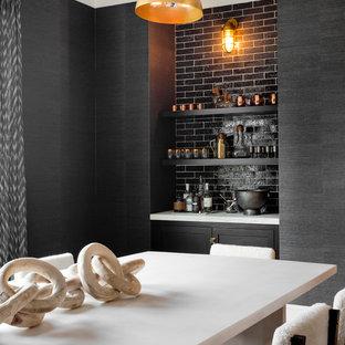Idée de décoration pour une grand salle à manger nordique fermée avec un mur gris, un sol en bois clair, aucune cheminée et un sol beige.