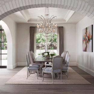 Immagine di una grande sala da pranzo mediterranea con parquet scuro, nessun camino, pavimento marrone e pareti beige