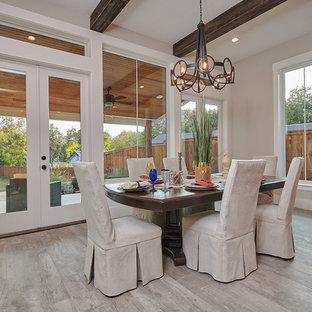 Новый формат декора квартиры: кухня-столовая среднего размера в стиле кантри с серыми стенами, полом из керамической плитки, горизонтальным камином, фасадом камина из плитки и зеленым полом