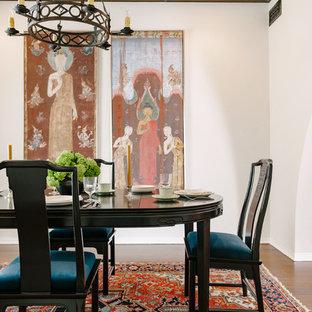 На фото: гостиная-столовая в стиле современная классика с белыми стенами, полом из бамбука и коричневым полом